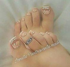 Lindas Pretty Toe Nails, Cute Toe Nails, Glam Nails, Bling Nails, Nails First, Nails Only, Pedicure Nail Art, Toe Nail Art, Feet Nail Design