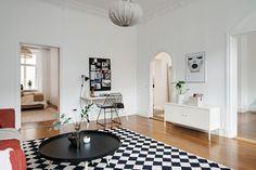 En djup, rymlig och synnerligen ljus lägenhet