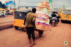 Two Feared Dead As Bus Loses Control Crashes Into Wheelbarrow Pushers In Rivers Top Wedding Photographers, Street Photographers, African Artists, Documentary Photographers, Wheelbarrow, West Africa, News Latest, Cityscapes, Rivers