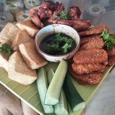 Surinaams Javaans Tahu Tempeh  Selamat Makan  #switi #spicy #ginger #garlic #fried #tahu #tempeh #chickenwings #sambal #ketjap #cucumber #koriander #surinaams #javaans #dish #love #food #cooking #eat #well #bring #soul to #your #kitchen #lovebynature
