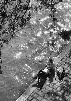 "catacombes: "" Alfred Eisenstaedt, Lunch hour at river Seine just below Notre Dame Cathedral, Paris, "" Robert Doisneau, Ansel Adams, Old Photography, Street Photography, Photography Couples, Insect Photography, Pont Paris, Edward Weston, Richard Avedon"