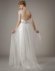 Elizabeth Fillmore colección novias Primavera 2014. Vestido de tul con espalda desnuda y detalles en hilo de plata.