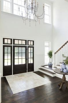 Swiss Coffee by Benjamin Moore Wall color Swiss Coffee by Benjamin Moore – Decorating Foyer Entryway Flooring, Entryway Rug, Foyer Decorating, Entry Foyer, Entry Doors, Entry Way Tile, Entry Stairs, Entrance, Decor Interior Design
