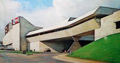 Ris-Orangis (Essonne), centre commercial. Architecte: Claude Parent.