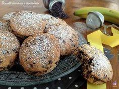 Biscotti banana e cioccolato, ricetta ideale per la colazione, veloce e semplice da preparare, senza uova e senza burro. Da provare assolutamente.
