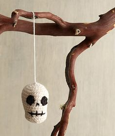 Free Crochet Pattern: Halloween Skull Ornament