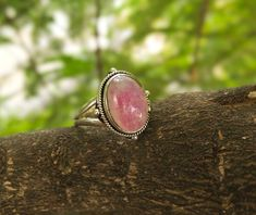 Pink Moonstone Oval Shaped Is Very Elegant & Best Gift For Your Love Ones. Rose Gold Moonstone Ring, Rainbow Moonstone Ring, Moonstone Jewelry, Pink Diamond Engagement Ring, Ring Engagement, Engagement Gifts, Pink Stone Rings, Bridesmaid Rings, Pink Gemstones