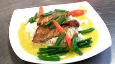 Ein sterk karrisaus smakar godt til både kjøt, fisk og kylling. I dag blir den eit smakfullt tilbehør til kyllingbryst, ris og ferske grønsaker. Great Recipes, Steak, Beef, Meat, Steaks