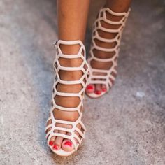 Sale! Steve Madden Nude Caged 'Slithur' Heels Worn once - perfect condition. Comes with original box. Easy to dress up or down, blogger fave! Steve Madden Shoes Heels