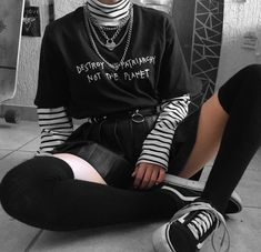Grunge Outfits, Edgy Outfits, Teen Fashion Outfits, Retro Outfits, Cute Casual Outfits, Girl Outfits, Aesthetic Grunge Outfit, Aesthetic Clothes, Mode Emo