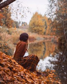 autumn, fall, and leaves image Autumn Photography, Photography Poses, Autumn Aesthetic Photography, Autumn Aesthetic Tumblr, Autumn Aesthetic Fashion, Photo Portrait, Autumn Cozy, Shooting Photo, Girl Falling