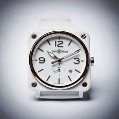 BR S WHITE CERAMIC - 39 mm diameter - Polished white ceramic case - Satin polished steel bezel - Rubber strap or ceramic bracelet.