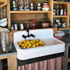 Cast Iron Farmhouse Sink, Farmhouse Apron Sink, Cast Iron Sink, Fireclay Farmhouse Sink, Fireclay Sink, Kitchen Sink Diy, Kitchen Stove, Kitchen Ideas, Kitchen Island