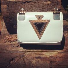 9224ad355 8 melhores imagens de Bolsas de couro | Leather tote handbags, Beige ...