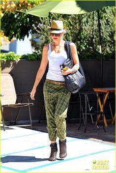 Gwen Stefani plaid pants & leopard belt.