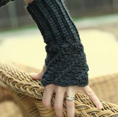 Twist Fingerless Glove Pattern : bethsco  With visual instructions on how to measure for sizing