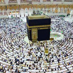 Pilgrims Circle The Kaaba, The Cubic Building at the Grand Mosque in Mecca. #Hajj #umrah #hajjumrah2017 www.mzahidtravel.com