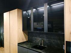 Durante las Navidades hemos estado trabajando en nuestro showroom. Cambiando alguna exposición para traer las últimas novedades del sector. Aún tenemos que hacer más cambios, que se harán en breve, pero os vamos adelantando algunos detalles de la nueva exposición. Esperamos que os guste. Office Hogar. C/ Fco.Vitoria 15. Zaragoza Bathroom Lighting, Mirror, Furniture, Home Decor, Kitchen Design, Zaragoza, Lets Go, Blue Prints, Bathroom Light Fittings