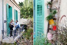 Francisco con su mujer y su hijo en el balcón con barandas compradas en lote Exterior, Outdoor Structures, Loft, Ideas, Verandas, Framed Mirrors, Wooden Candle Holders, Vintage Ornaments, Gates