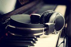 Sevdiğin bir müzisyeni son #teknoloji iyi bir #kulaklık ile dinlemek seni çok mutlu edebilir!   Peki, #albidicom 'daki kulakları gördün mü?