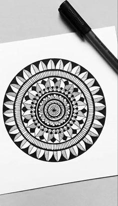 Mandala Art Therapy, Mandala Art Lesson, Mandala Artwork, Easy Mandala Drawing, Doodle Art Drawing, Doodle Art Designs, Art Painting Gallery, Small Canvas Art, Indian Art Paintings