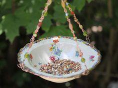 Upcycle Bowl Bird feeder, Or Bird Bath Garden Decor, Repurposed Dishes Garden Bird Feeders, Bird Bath Garden, Diy Bird Feeder, Garden Crafts, Garden Art, Diy Crafts, China Crafts, Little Cup, Vintage Pottery