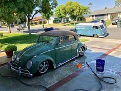 Volkswagen – One Stop Classic Car News & Tips Volkswagen Convertible, Car Volkswagen, Vw Bus, Vw Coccinelle Cabriolet, Green Beetle, Automobile, Bentley Mulsanne, Best Classic Cars, Vw Beetles