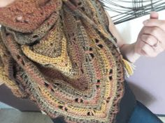 Au Crochet qui m'aille...: Mon châle libellule Crochet Scarves, Motifs, Sissi, Points, Cardigans, Fashion, Easy Crochet Shawl, Plushies, Tejidos