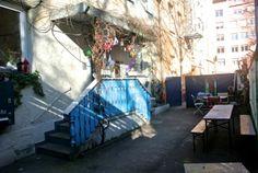 München, Neuhausen, Schulstr. 1, hinter dem blauen Tor