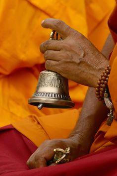 Mindfulness Bell - A 5 Minute Mindfulness Meditation http://www.youtube.com/watch/?v=wGFog-OuFDM