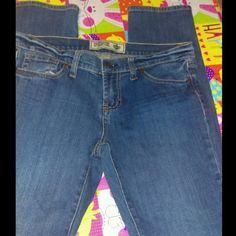 Victoria's Secret Pink skinny leg petite jeans Victoria's Secret Pink skinny leg jeans ladies Size 6 short petite jeans                          Excellent condition! Victoria's Secret Jeans Skinny