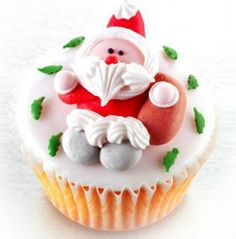 CHRISTMAS CUPCAKES WITH FONDANT ICING