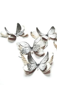Add a touch of poetry to your decoration with these delicate gray paper butterflies. They are ideal for table decoration, placed randomly across the table. They are also perfect for weddings or birthday celebrations. By @LPPSB