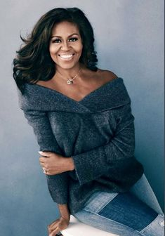 Michelle Obama hasn't put a fashion foot wrong ever since entering The White House. Here is how to dress like Michelle Obama for casual and dressier days. Michelle Obama Quotes, Michelle And Barack Obama, Beautiful Black Women, Amazing Women, Durham, Barack Obama Family, Obamas Family, First Ladies, Michelle Obama Fashion