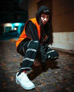 Suscribete a mi canal de YouTube se llama Anto g bb g Hipsters, Rain Jacket, Bomber Jacket, Photo Tips, Girl Crushes, Motorcycle Jacket, Windbreaker, Singer, Photoshoot