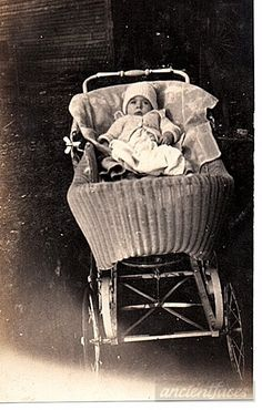What a baby buggy! 4.5 month old Herbert Lee Young in his baby carriage taken in 1921. http://www.ancientfaces.com/photo/herbert-lee-young-baby/1295980