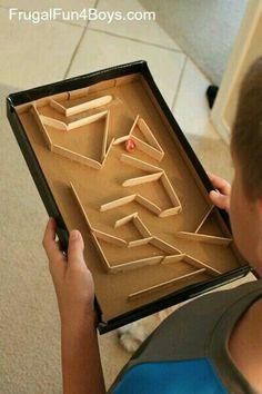 Pinball com caixa e palito de picolé