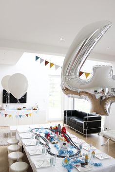 Tom's birthday ♥♥♥♥ Train - theme party - Baby Love 2nd Birthday Party For Boys, Lollipop Birthday, Its My Birthday Month, Race Car Birthday, Race Car Party, Cars Birthday Parties, 4th Birthday, Zug Party, Birthday Charts