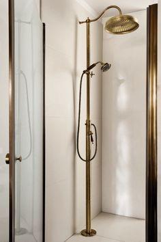 Rubinetteria Canterbury RF508 #GaiaMobili #gaia #bathroom #bagno #bathroomideas #bath #madeinitaly #italian #bathroompics #architect #interior #interiordesign #bathroomideas #design #designer #taps #rubinetteria #faucets #faucet #rubinetto #style #styles #details #bronze #arredobagno #arredamento #classico #bagnoclassico #shower #doccia