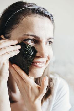 Rich in iodine and vitamins A and C, seaweed has become the latest trendy beauty ingredient. Get its health benefits inside and out with an at-home sheet mask and deconstructed vegan sushi bowl.