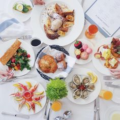 Fancy Sunday Brunch    #hangrydiarysweet @thepeninsulabh 9882 South Santa Monica Boulevard Beverly Hills CA 90212 Sunday Brunch 85   find us on Snapchat: hangrydiary Tag the person who loves Sunday Brunch