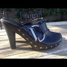 Fioni Shoes - Black high heel clogs