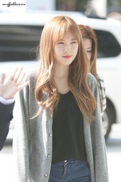 Red Velvet Wendy Kpop Fashion 150924 she looks so nice here :) Seulgi, Wendy Red Velvet, Kpop Fashion, Korean Fashion, Blonde Asian, Wattpad, Velvet Fashion, Airport Style, Korean Beauty