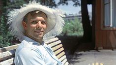 Собрали фотографии первого в мире космонавта, улыбчивого советского парня из смоленской деревни.