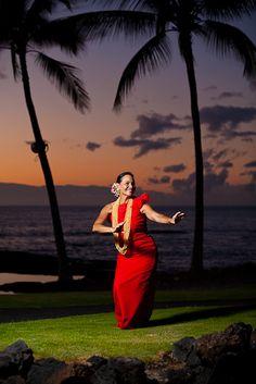 Hula dancer at a hawaiian wedding at the Mauna Lani Spa and Resort…