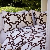 Very cool comforter pattern. I'd probably like it better in a houndstooth print and brightly colored sheets underneath (eg. Mint green, turquoise blue, hot pink, etc)