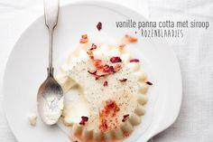 vanille panna cotta met siroop & rozenblaadjes Buffet, Panna Cotta, Mashed Potatoes, Menu, Pudding, Yummy Food, Cookies, Dinner, Breakfast