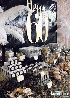 www.kamalion.com.mx - Mesa de Dulces / Candy Bar / Postres / Gatsby / Plumas / Feathers / Negro y Dorado / Black and Gold / Dulces / Cupcakes / Donas / Galletas / 20's / Art deco / Gatsby Party.