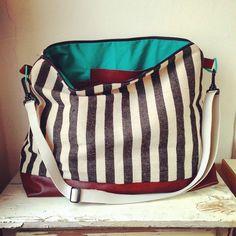 Taschen kann man nie genug haben. #futter#molito#smaragd#emerald#taschen#canvas#strip#kunstleder#gurtband - alles von #frautulpe#frautulpestoffe ✂️ #selfmade#handmade#diy#nähen#sewing#bag#bags#streifen