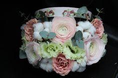 Cutie cu flori #flowers #box #flowersbox #flowersinabox #gift #sayitwithflowers #madewithjoy #madewithlove #paulamoldovan #livadacuvisini #flori #evenimente #candybar #bucuresti ##bucharest #florist #pink #peonies #bujori #cappuccino  #roses #ranunculus #cotton #bumbac #white #eustoma #eucalipt #cutie #flori #cutiecuflori #floriincutie #cutieflori Flower Quotes, Bucharest, Ranunculus, Pink Peonies, Bouquet, Roses, Box, Flowers, Cotton